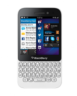 BlackBerry Q5 front image